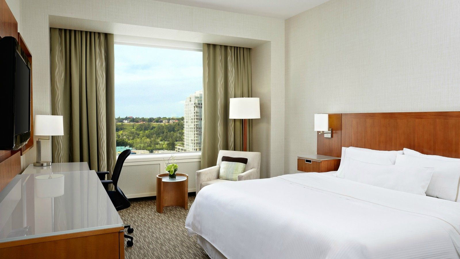 The Westin Calgary - Deluxe Rooms